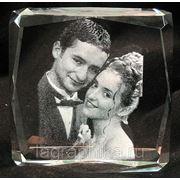 Объёмная лазерная гравировка фотографии в стекле. Квадратное толстое 80х80х40 фото