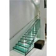 Лестницы из закаленного стекла фото