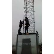 Контейнер телекоммуникационный с установленной на нем башней фото