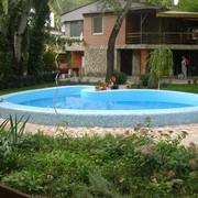 Внешний плавательный бассейн от CADOVA IMPEX в форме сердца фото