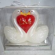 Свеча Лебеди с сердцем 12x5x10см фото