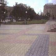 Устройство дорожных одежд с покрытием из тротуарных плит фото