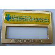 Бейдж пластиковый с полимерной наклейкой фото