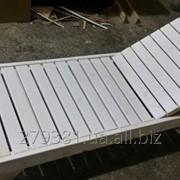 Лежаки-шезлонги для отдыха белый фото