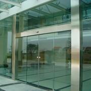 Автоматические двери из закаленного стекла фото