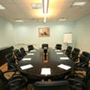 Переговорная комната бизнес-класса фото