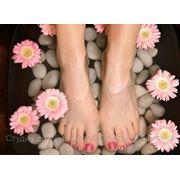 Быстросохнущее покрытие ногтей на ногах. фото