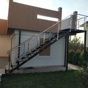 Лестницы из черного металла фото