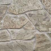 Камень песчаник из карьера серо-бурый по низкой цене с доставкой по Украине фото
