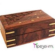 Шкатулка деревянная резная с орнаментом в виде веточки фото