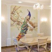 Роспись стен в гостиной павлин фото