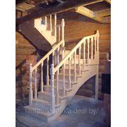 Лестница со скользящим креплением к несущим конструкциям сруба фото