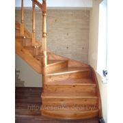 лестница с тетивой и косоуром фото