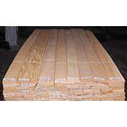 Шпон строганный обрезной дуб 0,57 мм, ВС сорт, длина 0,50-1,95 м, ширина 9 см+