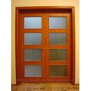 Деревянная дверь со стеклом фото
