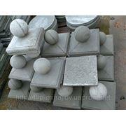 Крышка из бетона с шаром 30 х 30 фото