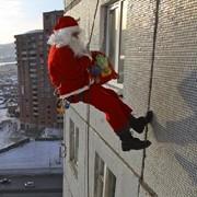 Поздравление Деда Мороза через окно фото
