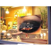Рекламное оформление витрин торговых точек фото