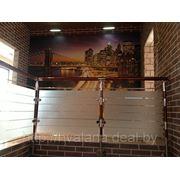 Лестница из нержавеющей стали со стеклом фото