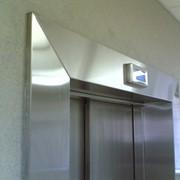 Гибка, рубка нержавеющего листа, обшивка листом лифтов, эскалаторов, колонн фото
