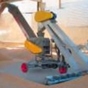 Зернометатель ЗМ-60 для загрузки и разгрузки зерноскладов, механического перелопачивания зерна на площадках, для формирования буртов зерна и погрузки его в транспортные средства, сепарации зерна с отделением легких примесей. фото