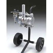 Окрасочное оборудование с пневмоприводом 2000 S для нанесения жидких красящих веществ на дерево, железо и пластмассу. Удобен для работы в автомастерских, мебельных цехах фото
