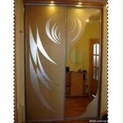 Шкаф-купе с рисунком на зеркалах фото