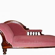 Антикварный диван-кушетка фото