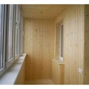 Обшивка балкона деревом фото