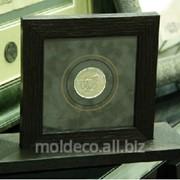 Монеты сувенирные в рамке из итальянского багета фото