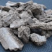 Жмых подсолнечный один из компонентов комбикормов, концентрированный корм для сельськохозяйственных животных. фото