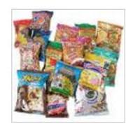 Фасовка продуктов питания в порционную упаковку. Упаковка снеков. фото