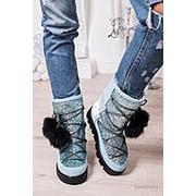 Женские зимние ботинки-луноходы с меховыми помпонами фото