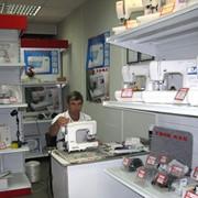 Комплектующие и запчасти к швейным машинам: Челноки; Игольные пластины; Нитепритягиватели; Игловодители. фото