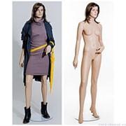 Манекен женский реалистичный телесный, с макияжем и париком, для одежды в полный рост, стоячий прямо с отставленной вбок правой ногой. MD-IM0102A3 фото