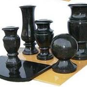 Ритуальная продукция из гранита: памятники, арки, стелы, цветники, тумбочки, подставки, шары, вазы и т.д. фото