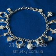 Серебряный женский браслет с множеством подвесок фото