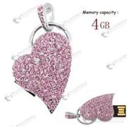 Элегантная USB флешка 4 GB в форме сердца с розовыми кристаллами фото