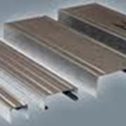 UD профиль – используется в гипсокартонных (стеновых и потолочных) конструкциях как направляющий элемент гипсокартонной системы. фото