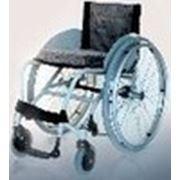 Активная коляска для людей с ограниченными физическими возможностями.