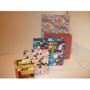 Сборка бумажных подарочных пакетов фото
