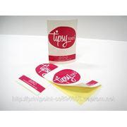 Наклейки, этикетки и стикеры. Печать и дизайн наклеек, изготовление наклеек. фото