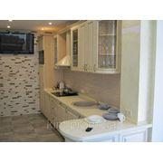 Кухня ясень жемчужный с золотой патиной фото