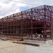 Промышленное здание с прямыми стенами фото