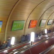 Реклама в метро: щиты на эскалаторных сводах и переходах Киев фото