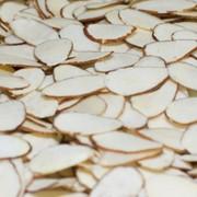 Ядра орех миндаля пластинами (с кантами) фото