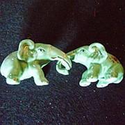 Сувенир Слоны держатся хобатами 4410 7х4 см. фото