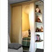 Шкаф-купе с полками сбоку фото