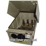 Настенная коробка под 3 плинта, внешнее исполнение, пластик, ключ с замком, водонипроницаемая фото