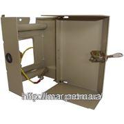 Настенная металлическая коробка с монтажными рейками под 2 плинта 135*95*75 фото